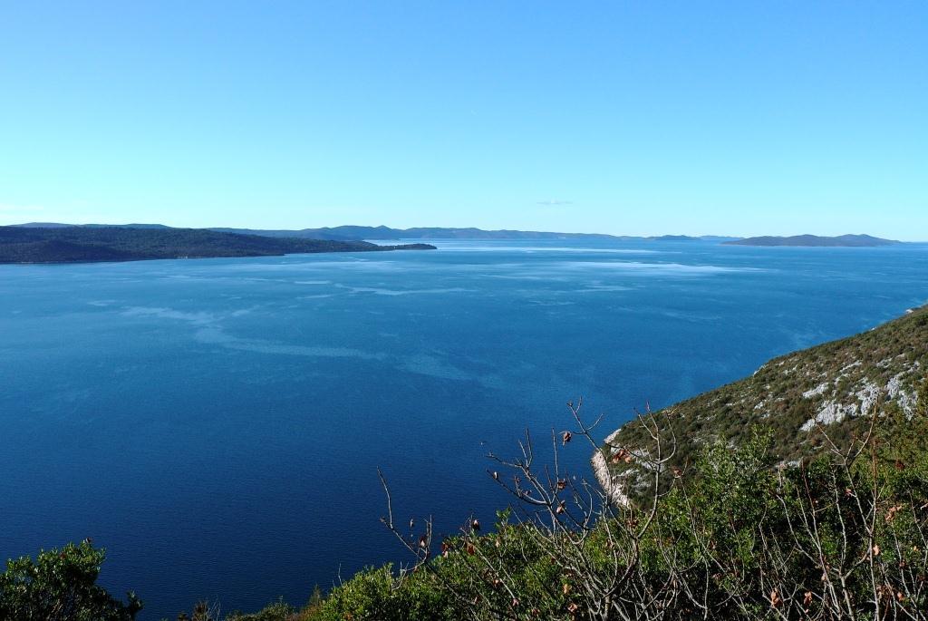 Blick auf Dugi Otok vom Höhlenausgang