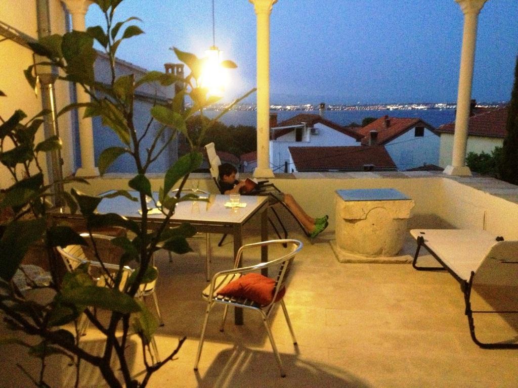 Terrasse 1 OG. neben Esszimmer und Küche