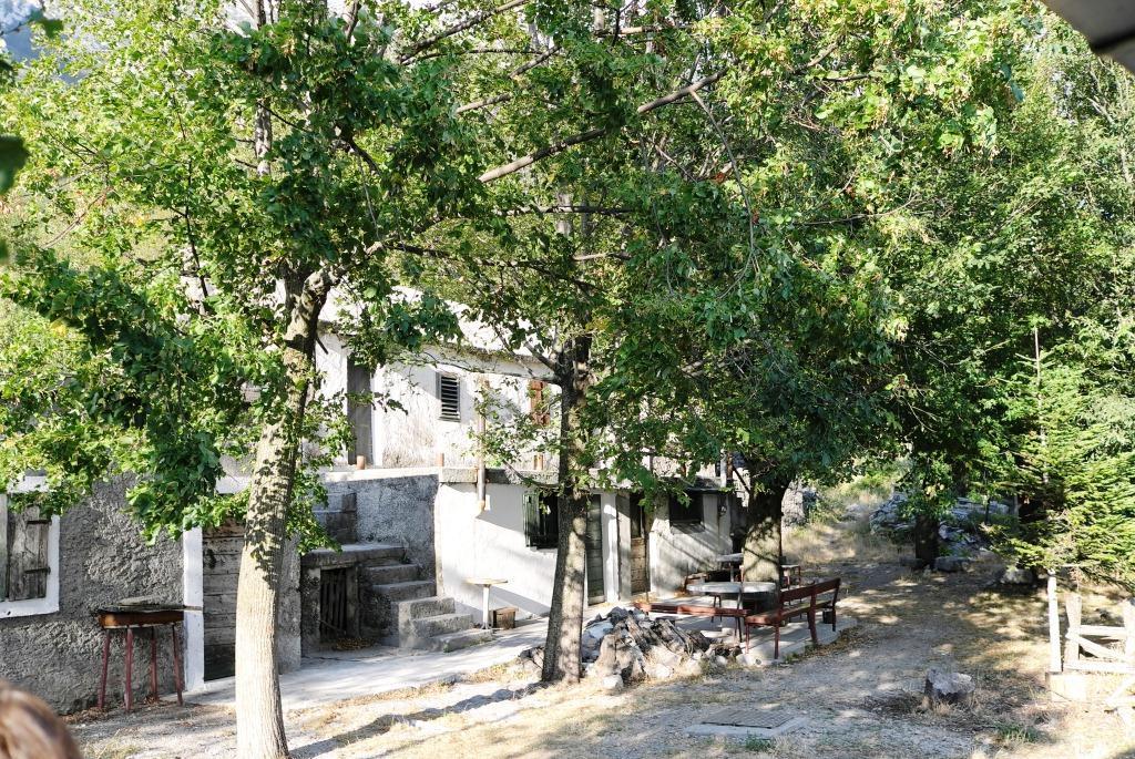 Verlassene Siedlungen und nun tolle Unterkunft für Wanderer.