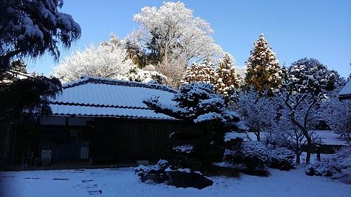 古民家の雪と光