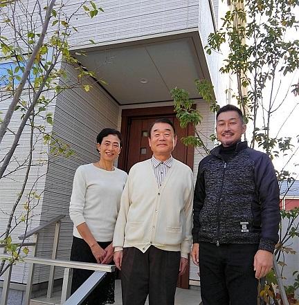 小泉幸道先生と奥様。右は代表です。