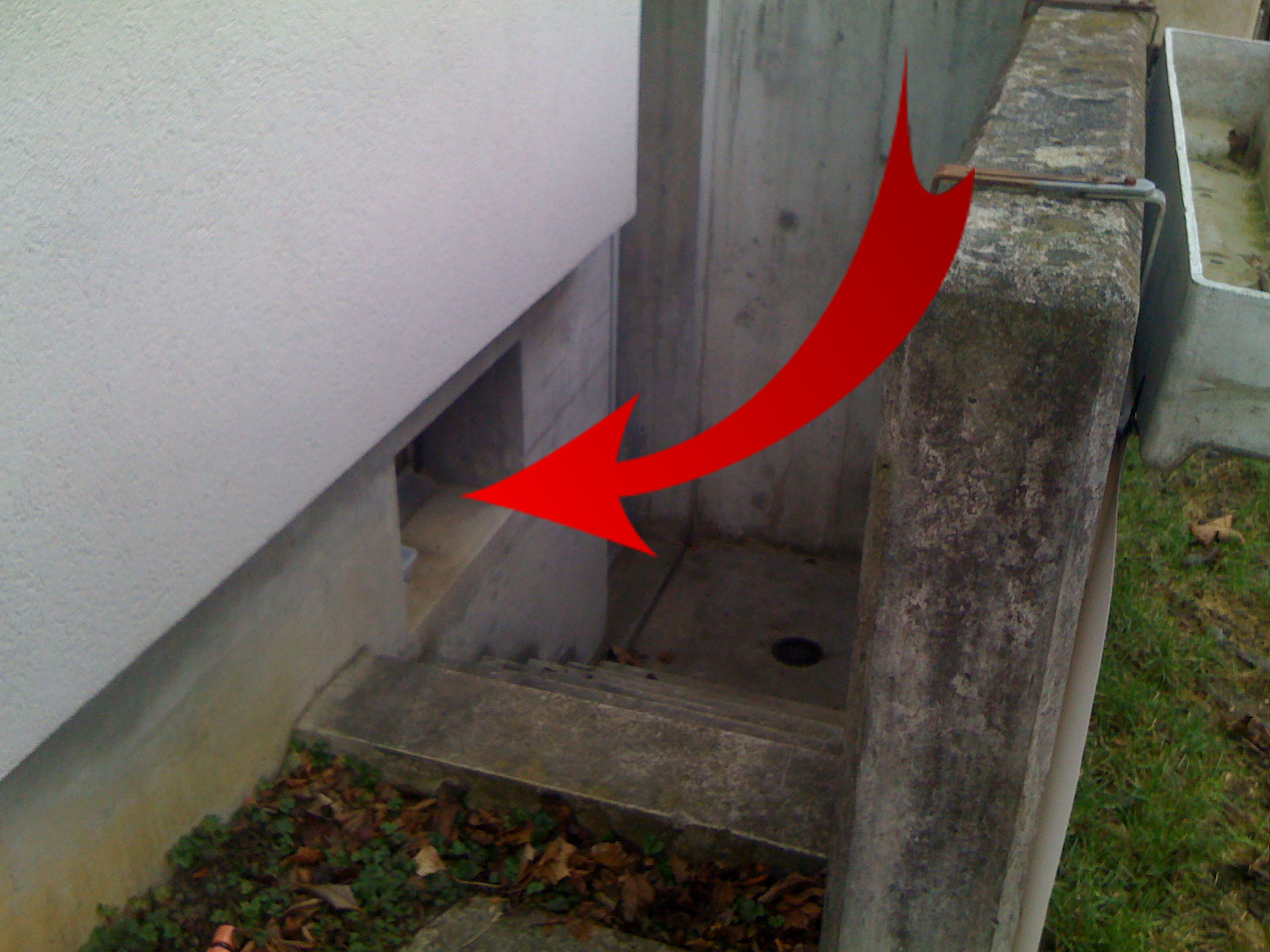 "1.  ""Kontaktbox"" im Kellerfenster ..."