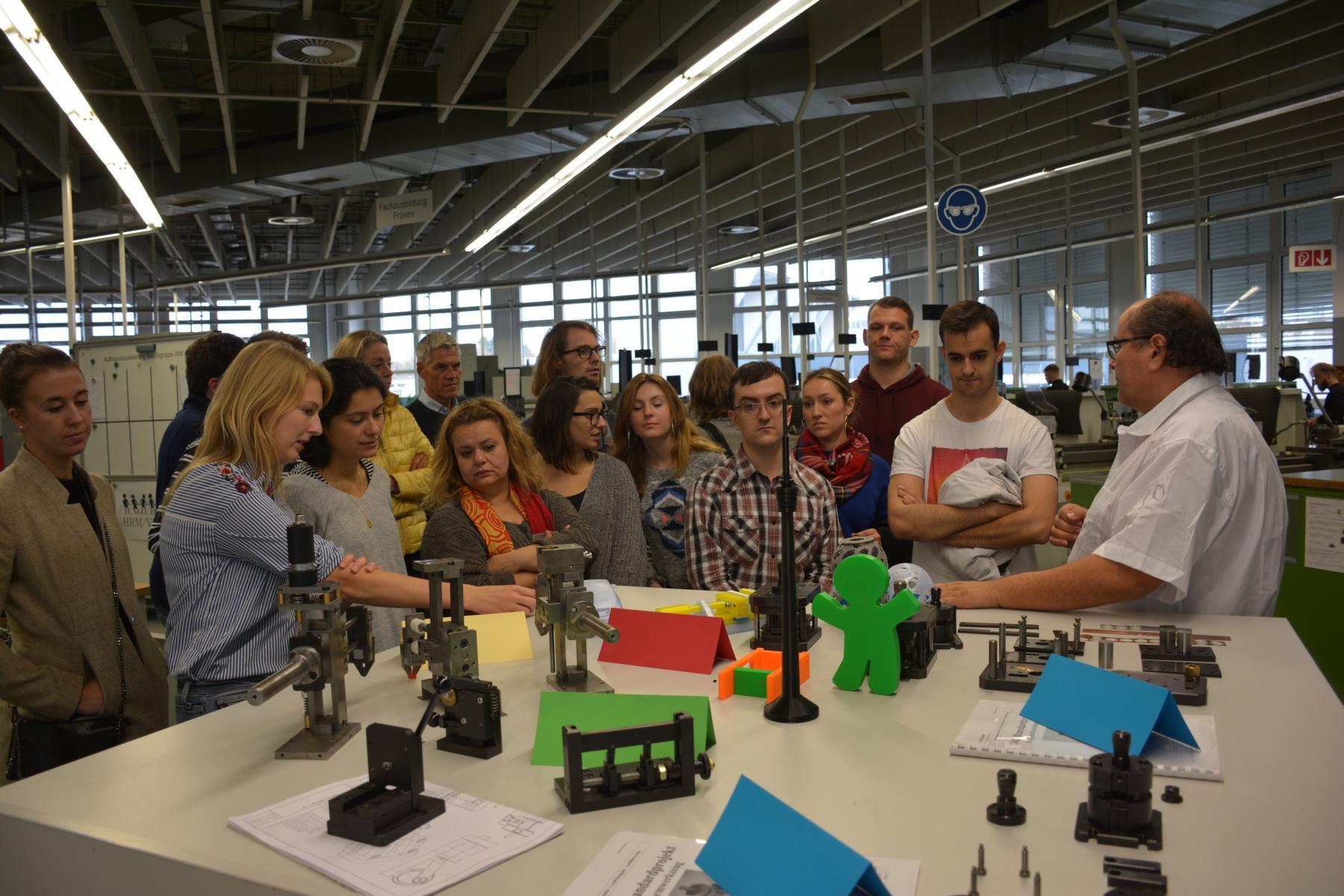 Besuch der Ausbildungswerkstatt bei Mercedez-Benz