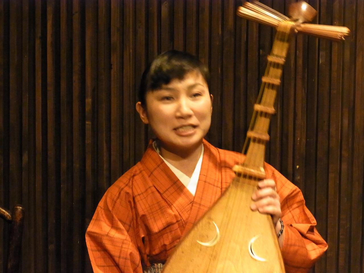 筑前琵琶の藤高理恵子さん。