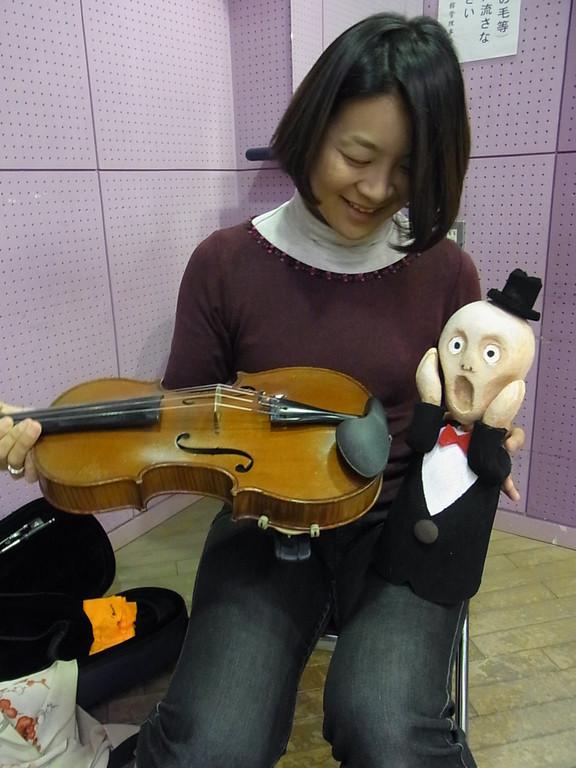 『 ほらっ、ヴィオラだよっ 』   ヴィオラ奏者の 田中景子さん!!