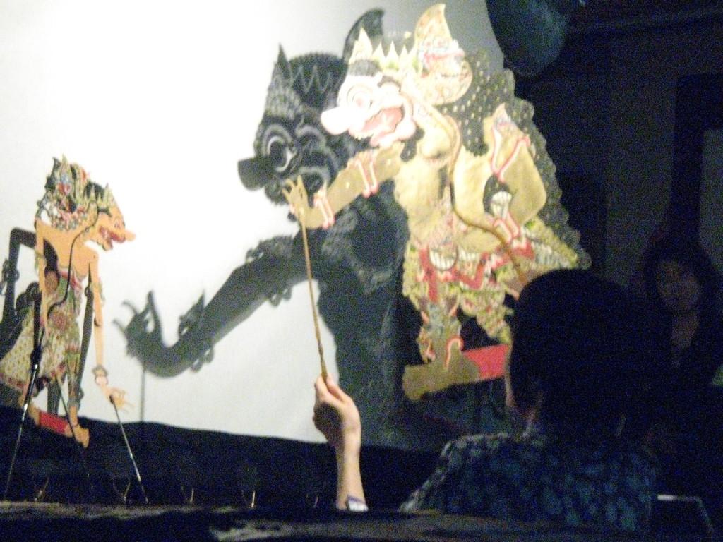 2007年11月 * 東京家政大学博物館 『 クレスノ使者に立つ 』