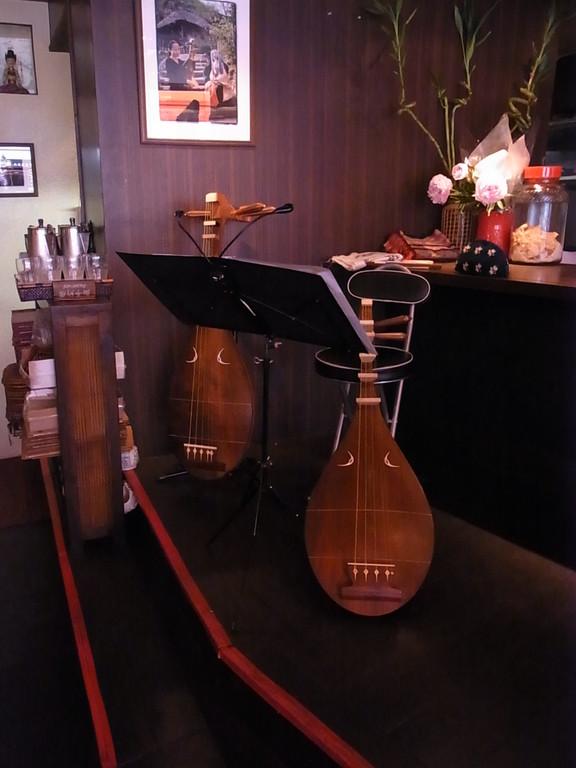 ライヴでは琵琶を2面使いました。