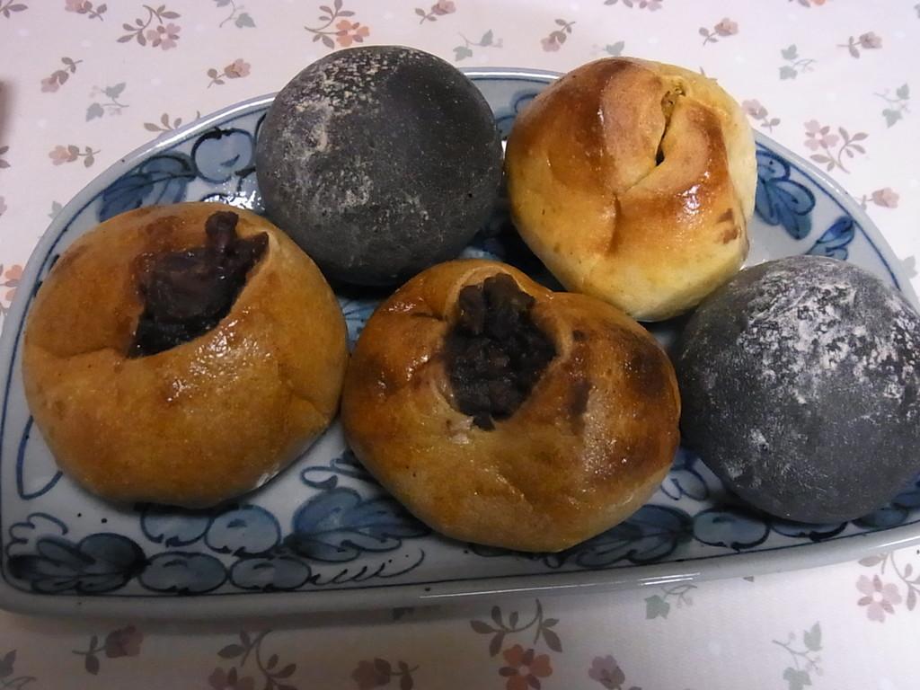 手づくりパンも売ってます。ピロシキもある。買っちゃった★