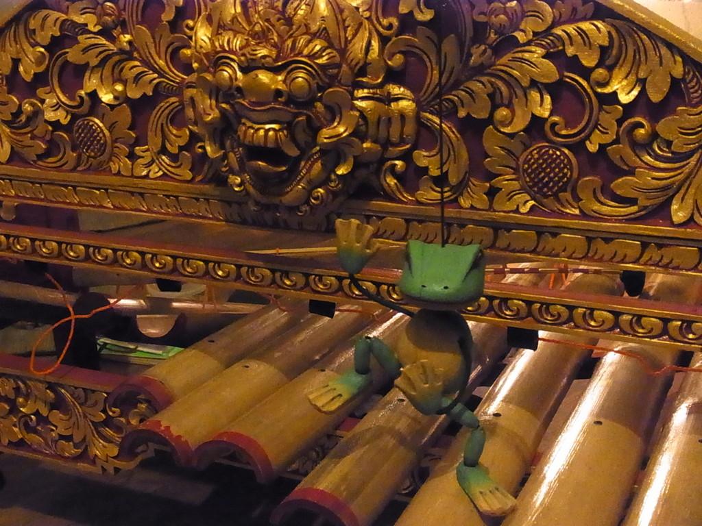 バリ島の竹ガムラン * リンディック