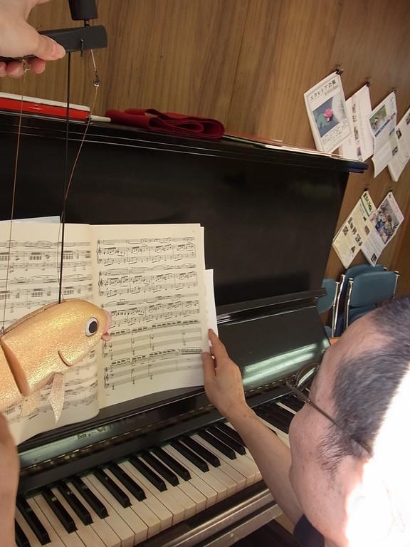おーー、これ弾いてもらえますかー。
