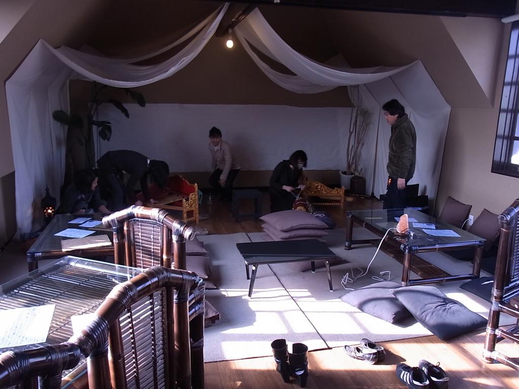 バリ直輸入の家具とリハ風景