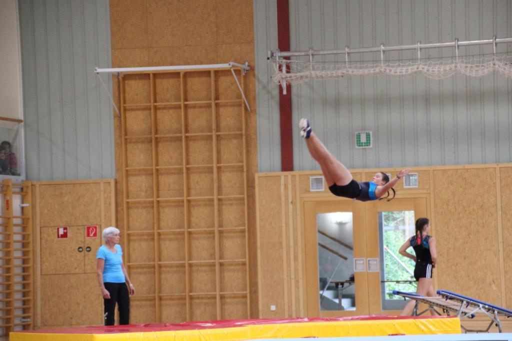 Akrobatische Einlage des ZV Turnen