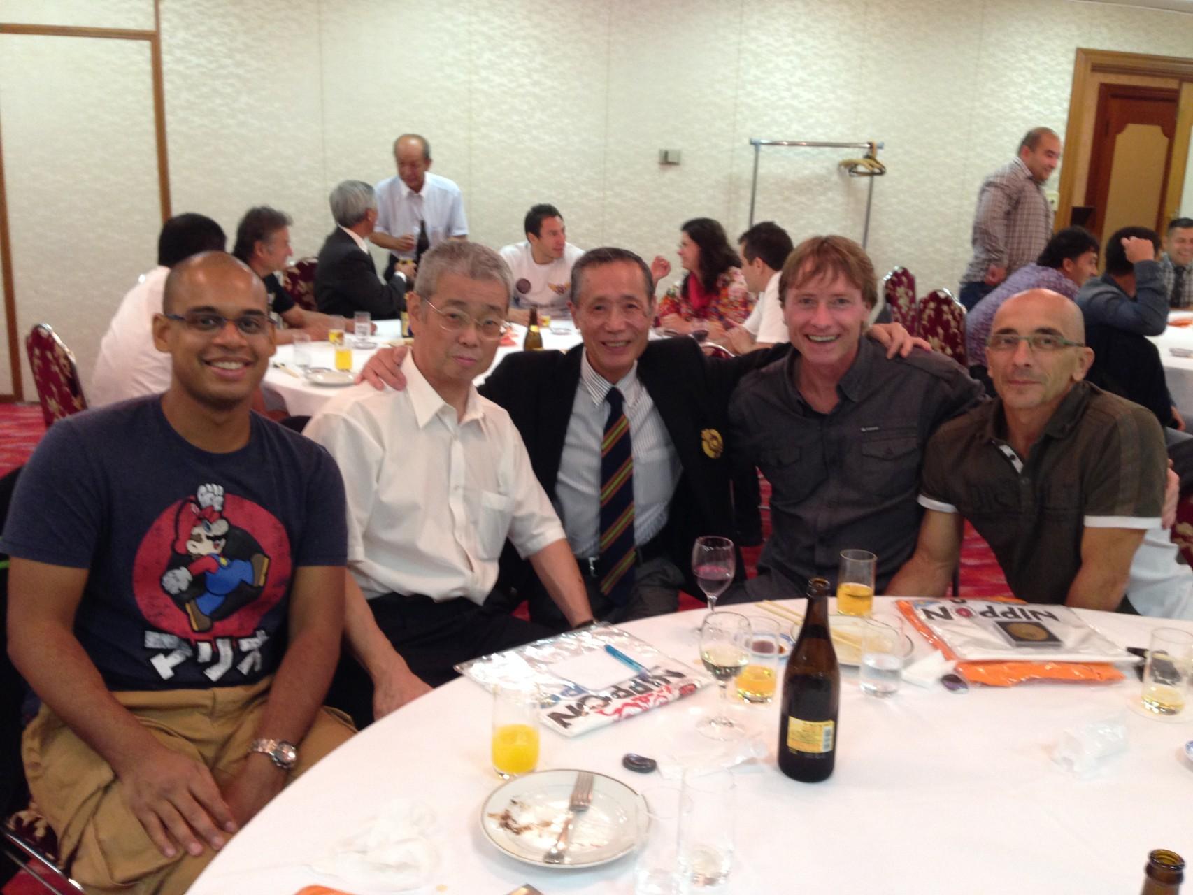 De droite à gauche : Bruno Lhermitte (La Réunion, France) Alexis Ulmer (La Réunion, France), Yutaka Dohi (Tokyo, Japon), Shumpei Saito (Tokyo, Japon), P-A ANNA (Marseille, France)
