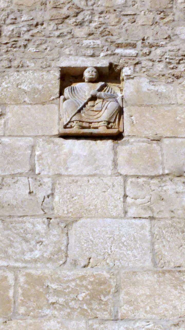 Bassorilievo sul prospetto del campanile