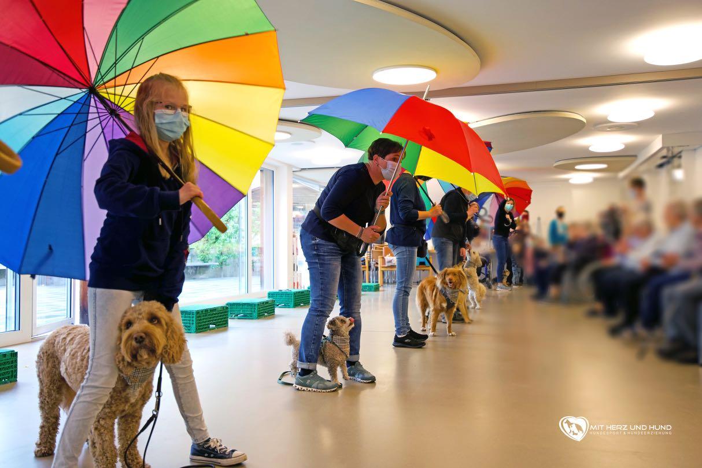 Hundeaufführung im Seniorenzentrum Naters