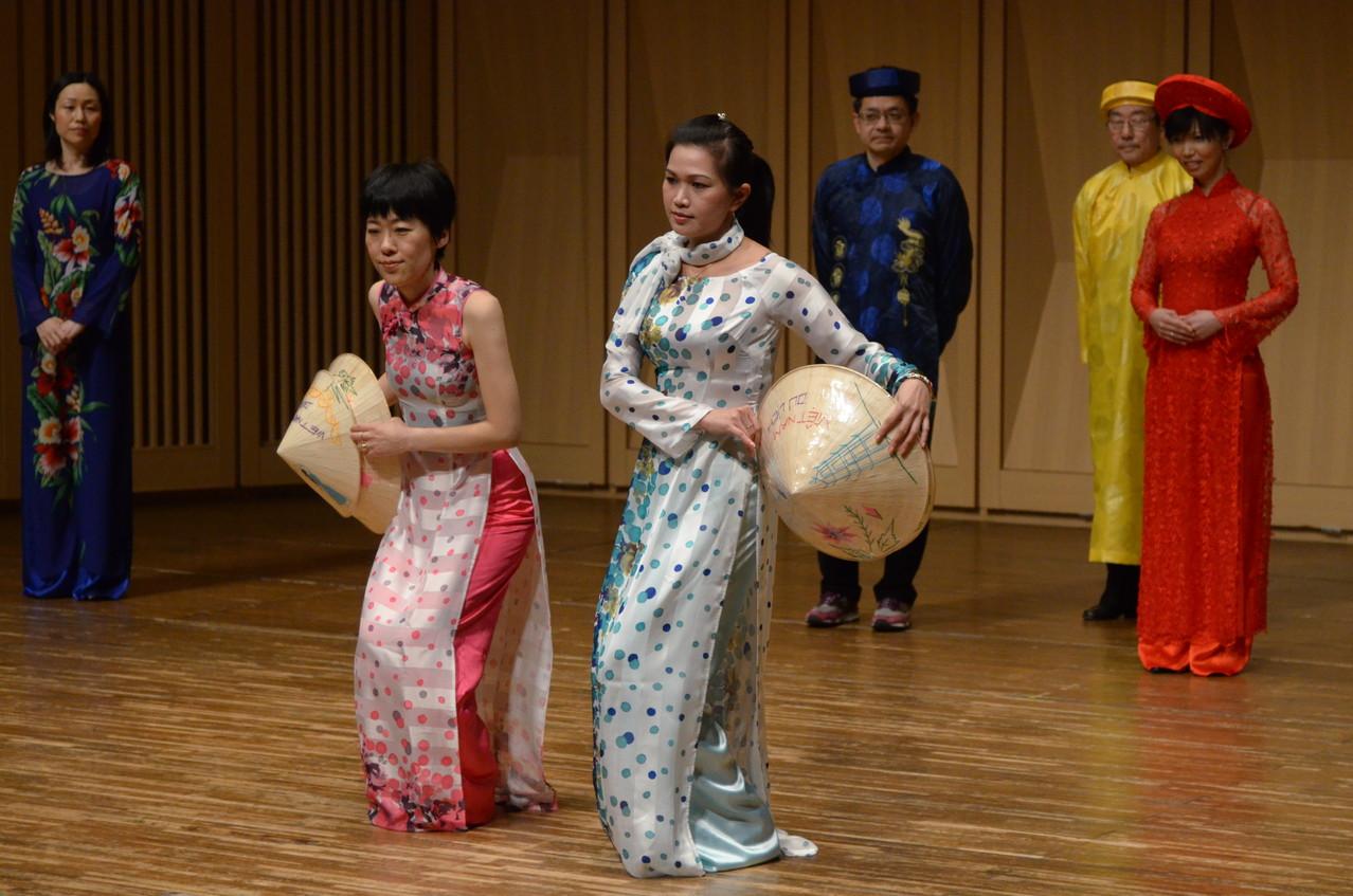 シンチャオ(ベトナム民族衣装 アオザイファッションショー)