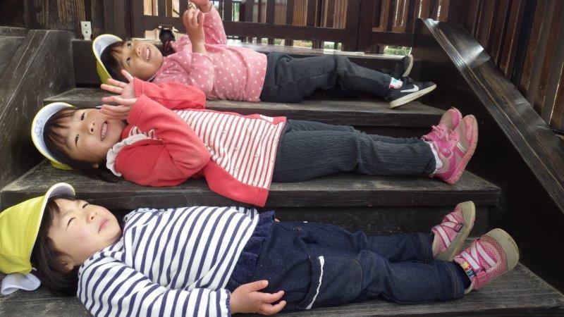 三段ベッド(階段)でちょっとひとやすみ。