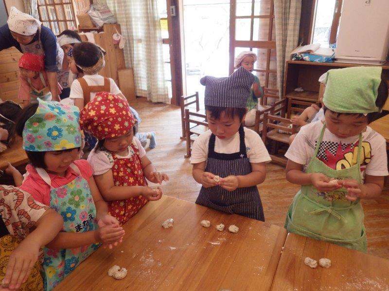 以上児(3・4・5歳児)「ヨモギの風味がおいしくて、みんなもりもり食べていました!」