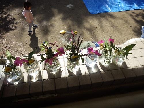収穫祭「かぜぐみがお散歩で採ってきてくれたお花✿花瓶にいれて収穫祭を祝いました」