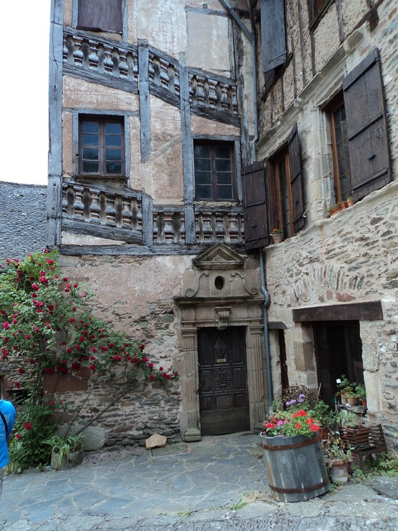 Conques Aveyron  12  le village