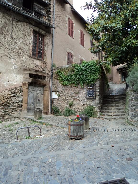 Conques Aveyron 12 ruelles
