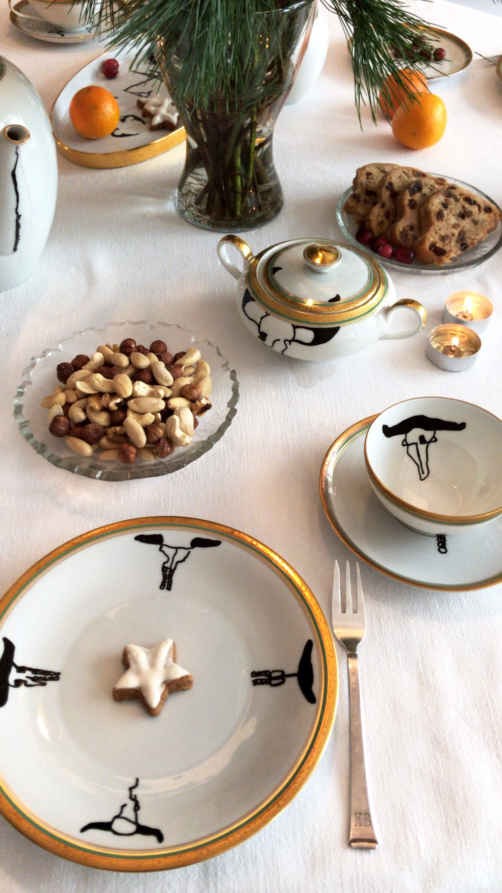 The table is set. It's tea time!