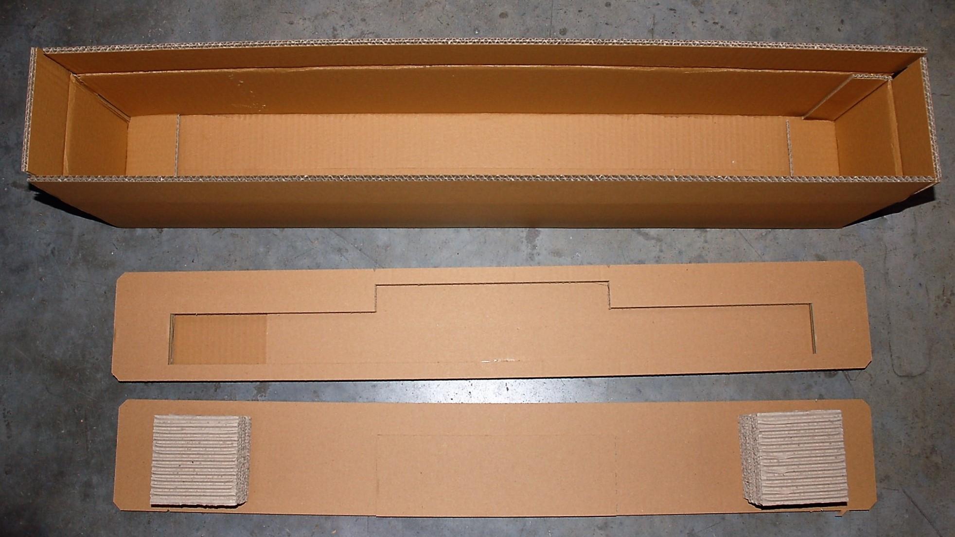 Schachtel mit Papppolster