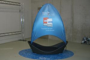 Segelboot als Promotionstand