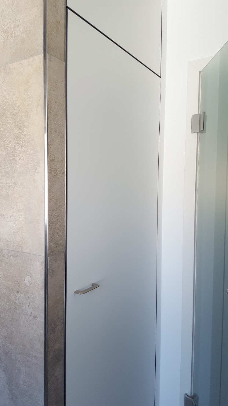 Türe komplett angepasst - bis zur Decke