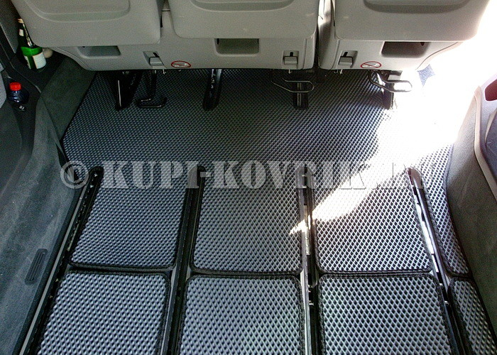 Коврики 3 ряда и багажника соединяются липучками