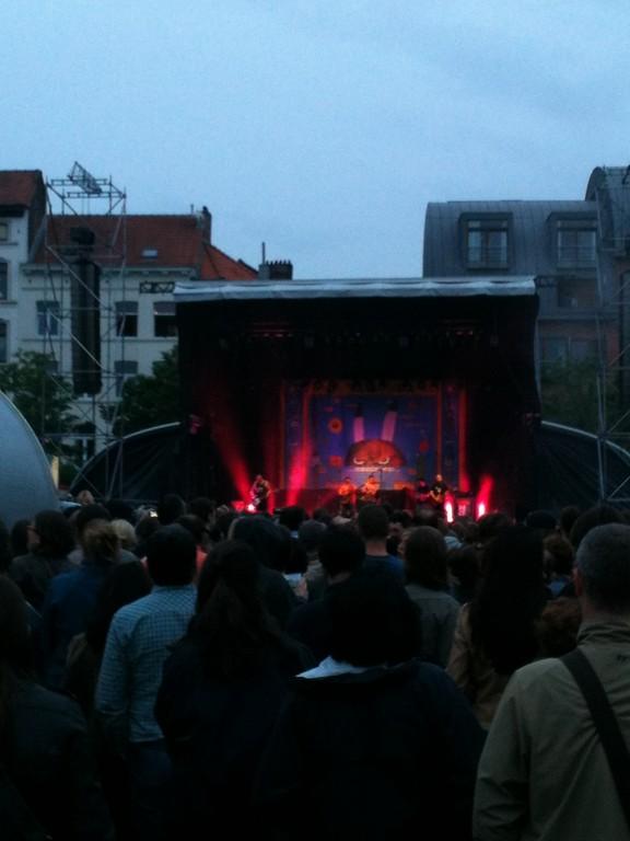 Concert de Manu Chao sur la Place du Jeu de Balle (et sous la pluie) - 12 juillet 2012
