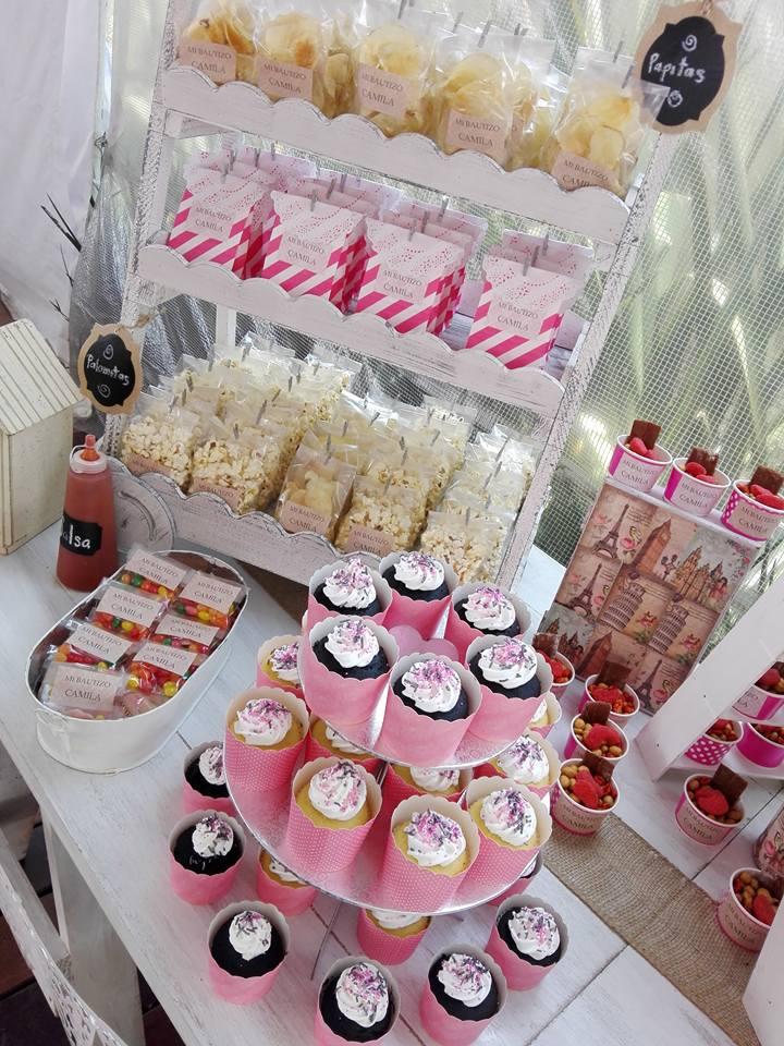 Mesa con cupcakes