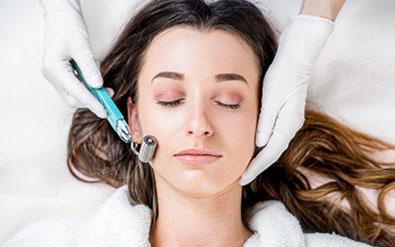 Frau Gesichtsbehandlung