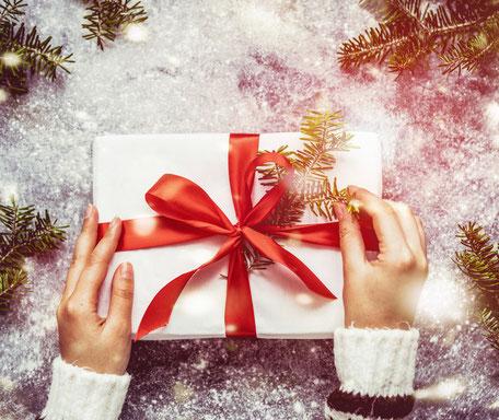 Geschenk auf Schnee