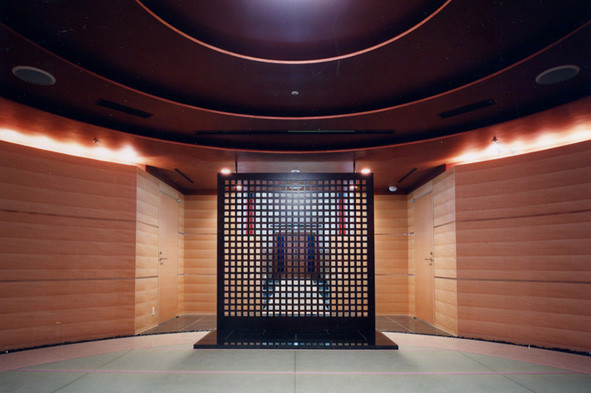 Meditationsraum: Tatami/Naturstein/Holzwerkstoffplatten - Foto © Knauer Architekten