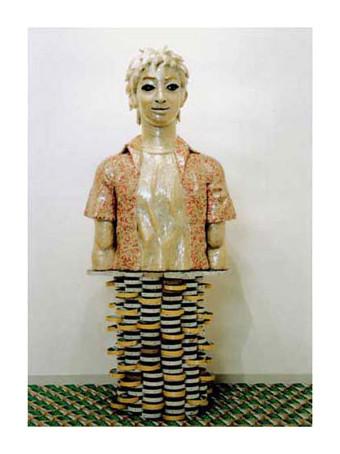 テープ人間3 / 2001年制作 / 85×60×35cm / セロハンテープ、新聞紙、千代紙