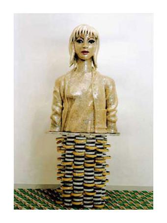テープ人間2 / 2001年制作 / 80×50×30cm / セロハンテープ、新聞紙