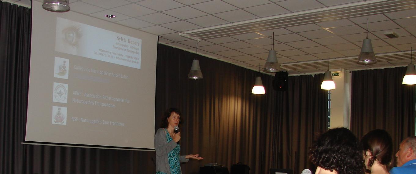Conférence à Fougères (35)
