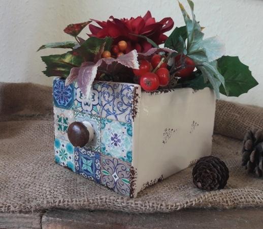 Kleine Keramik-Schublade