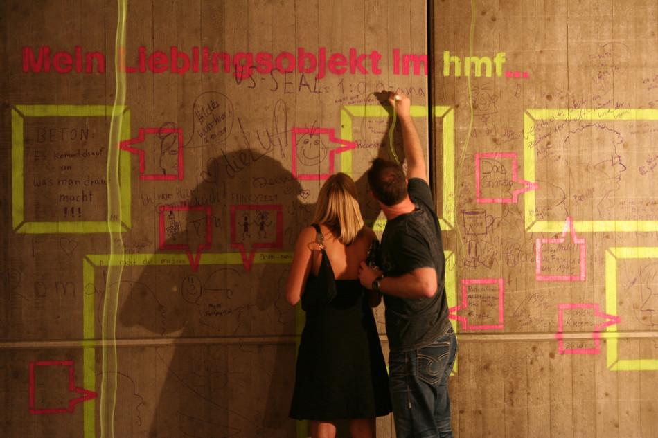 Partizipation der Ausstellungsbesucher bei der Langen Nacht der Museen im historischen museum frankfurt