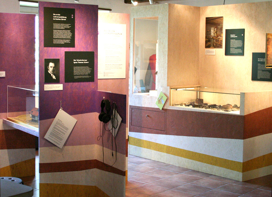 Ausstellungsmöbel in der Dauerausstellung im Ortsmuseum Küsnacht