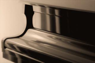 幅広く活用できるアップライトピアノ
