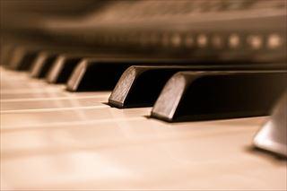 本物のピアノと電子ピアノの違いとは?
