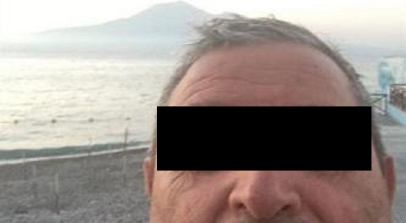 Timbra il Cartellino, va al Mare e Posta Selfie sui Social