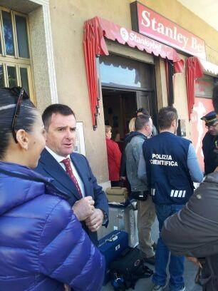 Cassino.Il sindaco Petrarcone sul luogo dell'attentato incendiario