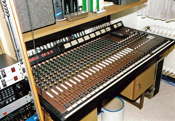 Mixer 24/8/2 - Studio 1990