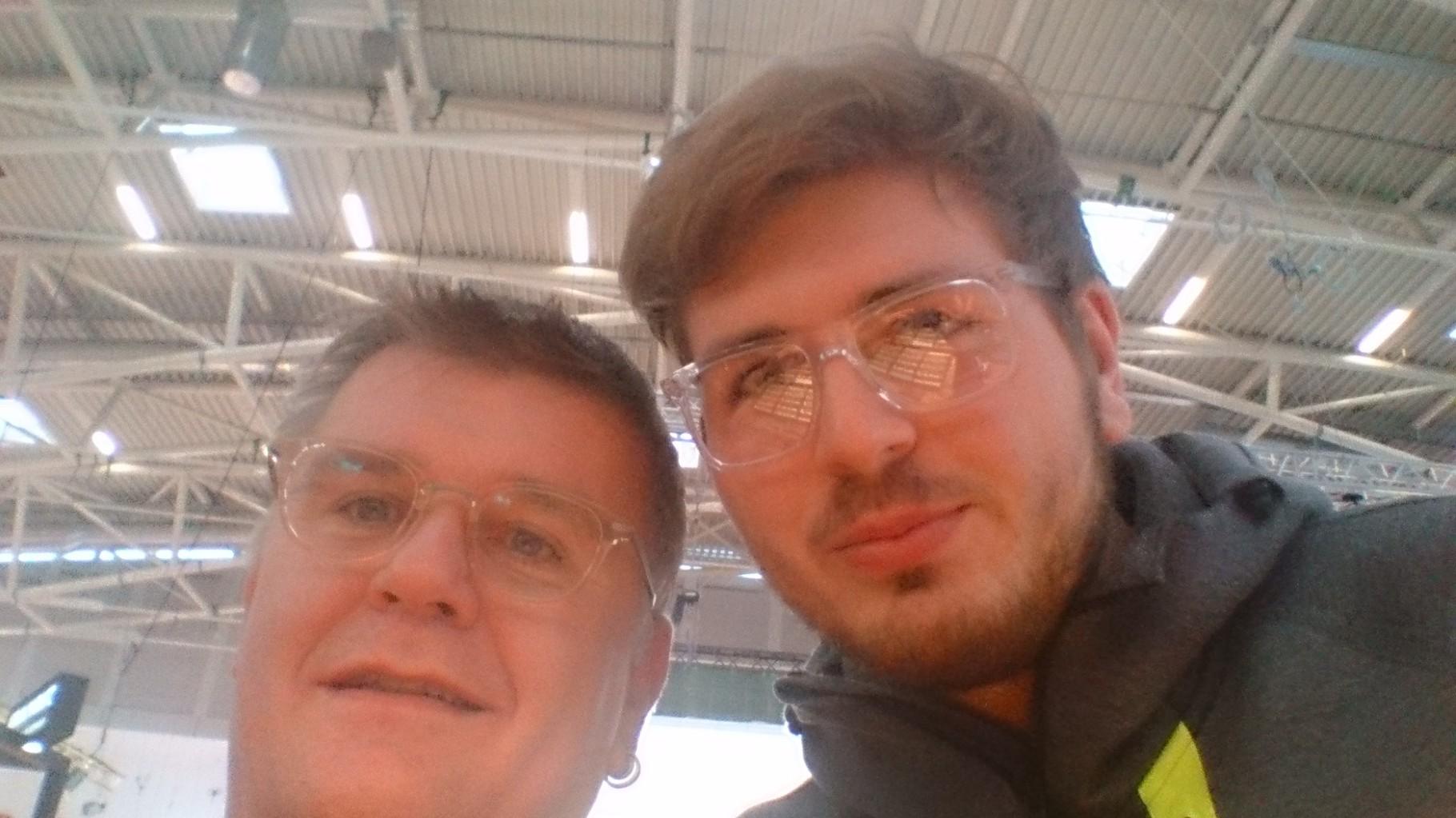 Vater und älterer Sohn