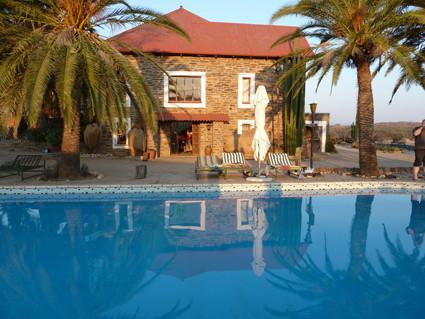 Pool und Farmhaus auf Düsternbrook
