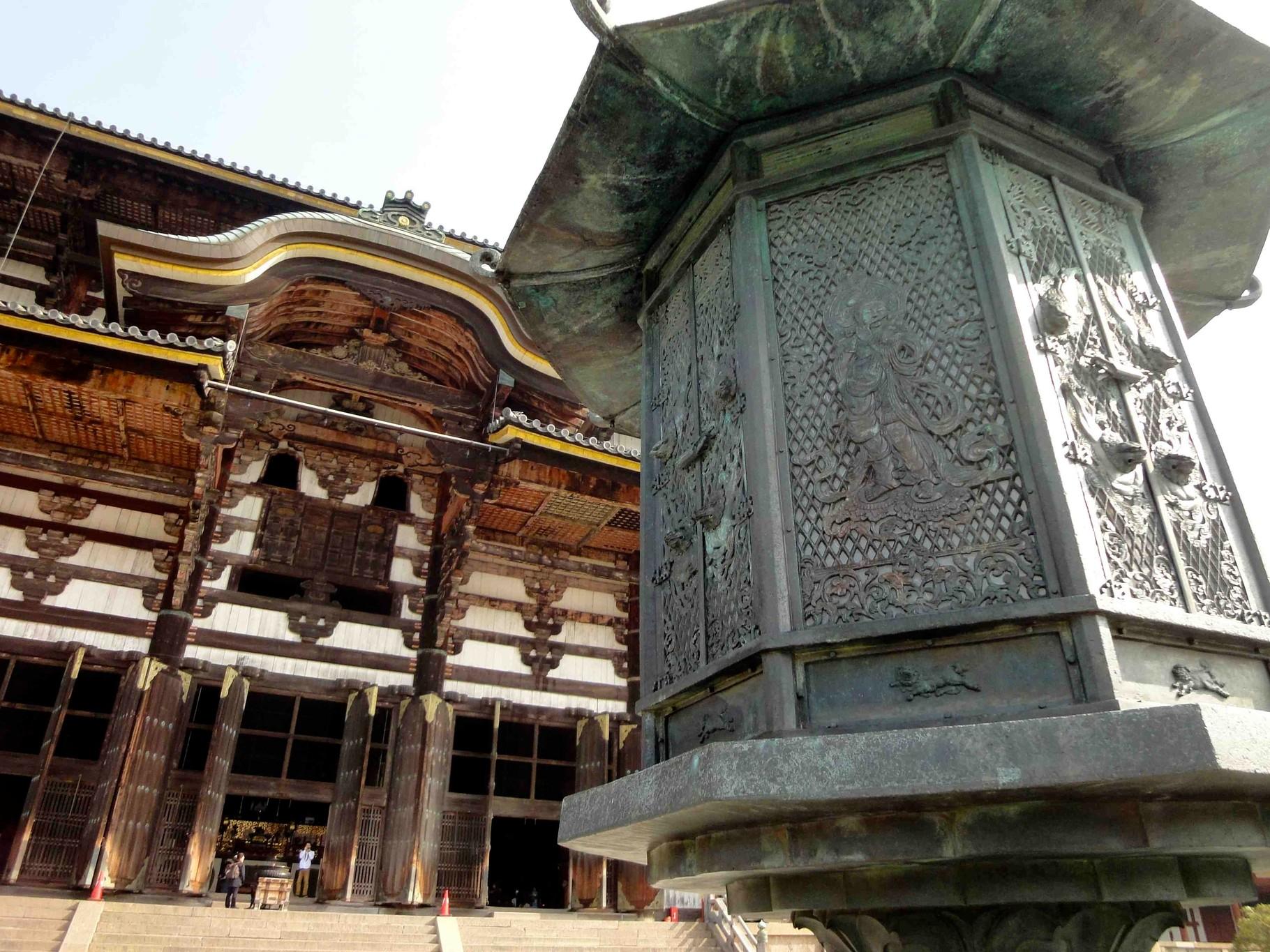 サイト内検索ブログ更新情報東大寺八角燈籠の音声菩薩像、大仏蓮弁の線刻画