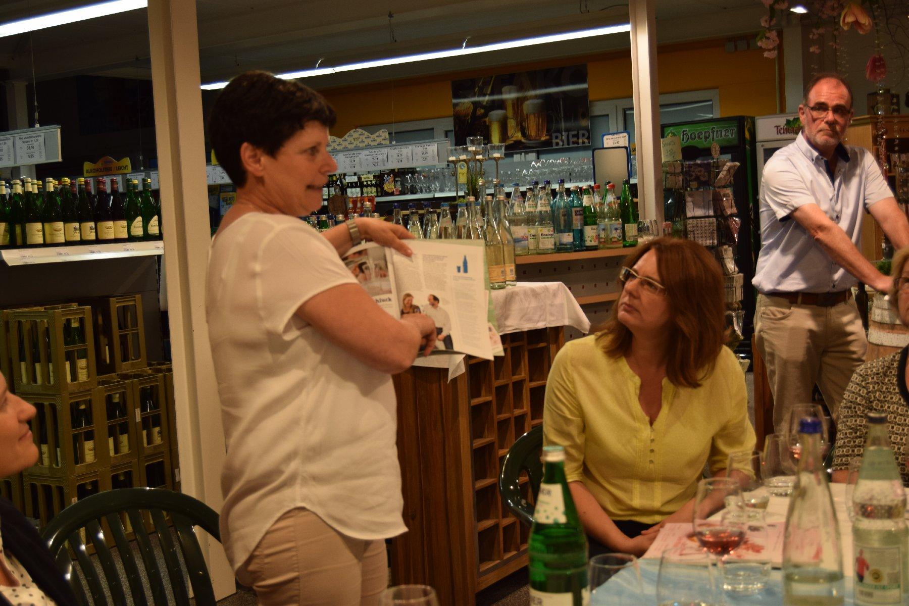"""07-16 Wasserseminar - Ingrid Schäfer weist das Geheimnis """"Mineralwasser"""""""